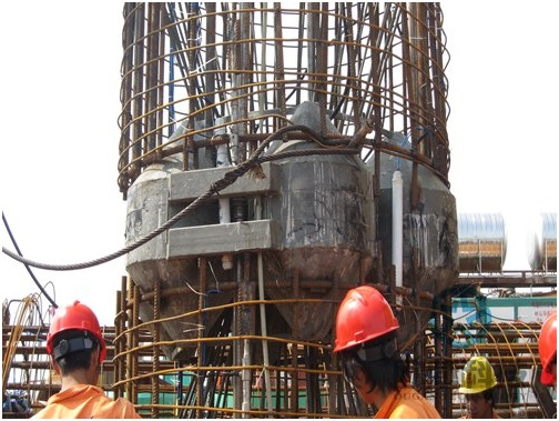 Checking in lowering process of load cell and reinforcement cage1-Hong Kong Zhuhai Macao Bridge DuSense LLC Project