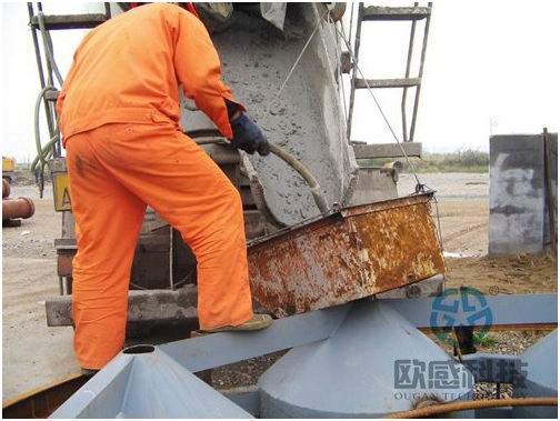 Pour concrete into load cell 2 - Jiaxing - Shaoxing River-Crossing Bridge DuSense LLC Project