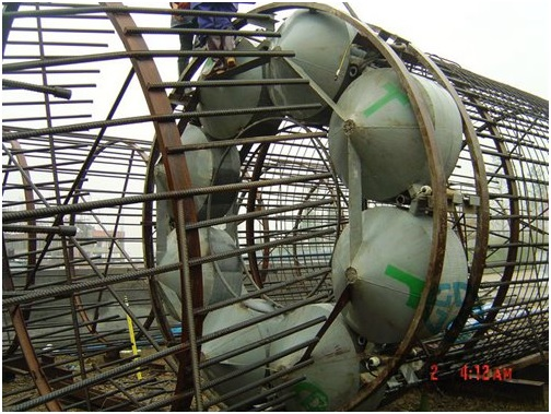 Weld load cell to reinforcement cage 3 - Jiaxing - Shaoxing River-Crossing Bridge DuSense LLC Project